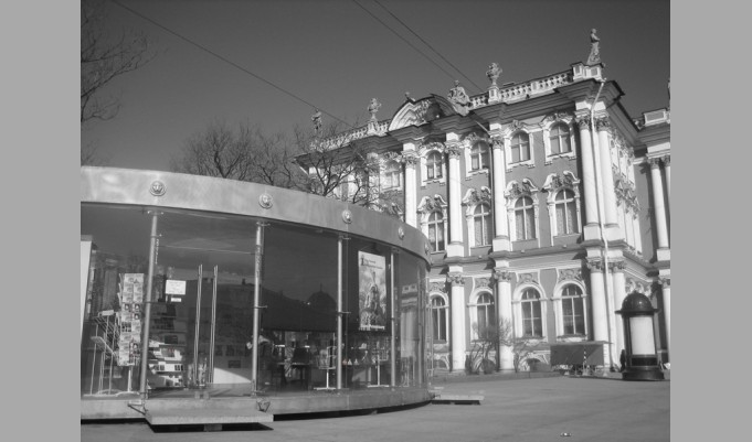 Pavilion of tourist service and information. St Petersburg, Dvortsovaya Ploschad. 2003.